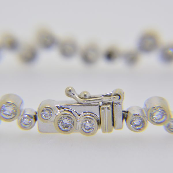 Diamond wavy-link bracelet set 18ct gold.