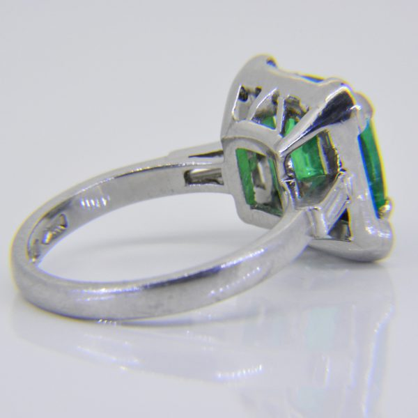 emerald-diamond-ring