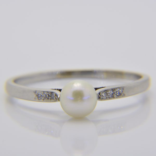 1930's platinum pearl & diamond ring