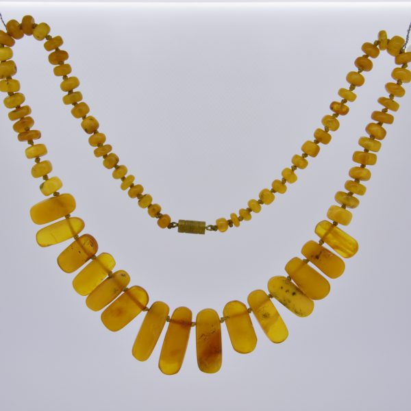 Amber bead and flat panel necklace