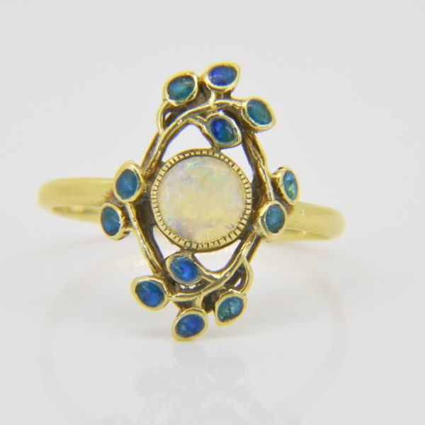 rts & crafts 15ct gold & opal ring