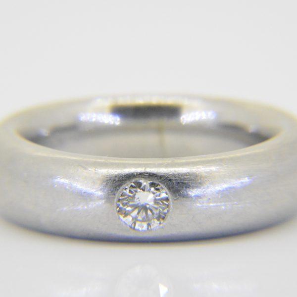 Platinum & diamond wedding band ring