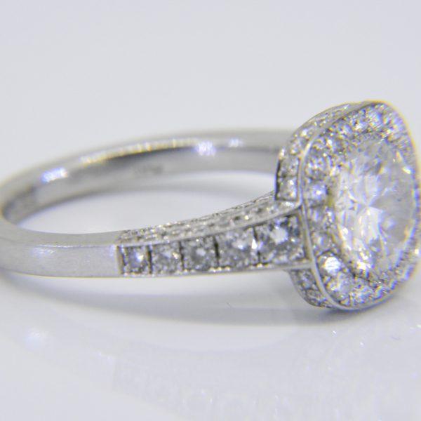 Diamond platinum circular cluster
