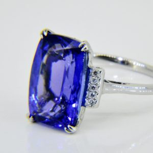 8.5ct Tanzanite ring